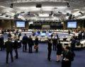 Guardian: Το χρέος απειλεί το «χρυσό αντίο» στο Eurogroup της Πέμπτης