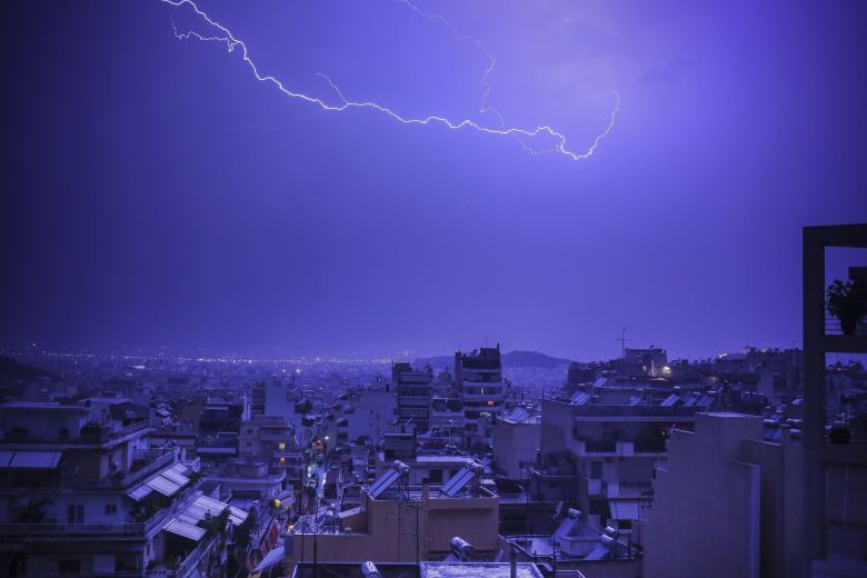 Επιδείνωση του καιρού με βροχές και καταιγίδες το Σάββατο