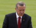 Bloomberg: Ο Ερντογάν παραδίνεται στις αγορές για να σωθεί η λίρα