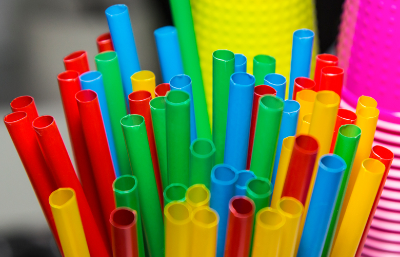 Αυτά είναι τα πλαστικά μιας χρήσης που καταργούνται από την 1η Ιουλίου 2021