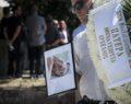 Πλήθος κόσμου στην κηδεία του Μάνου Αντώναρου