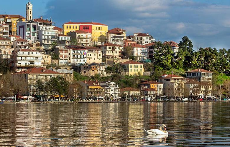 Καστοριά, η όμορφη παραλίμνια πόλη της Μακεδονίας