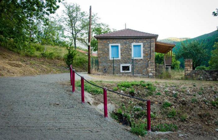 Ζαρούχλα, ένα χωριό πνιγμένο στο πράσινο και κρυμμένο μέσα στα έλατα