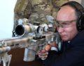 Ο Πούτιν τεστάρει το νέο Καλάσνικοφ για ελεύθερους σκοπευτές