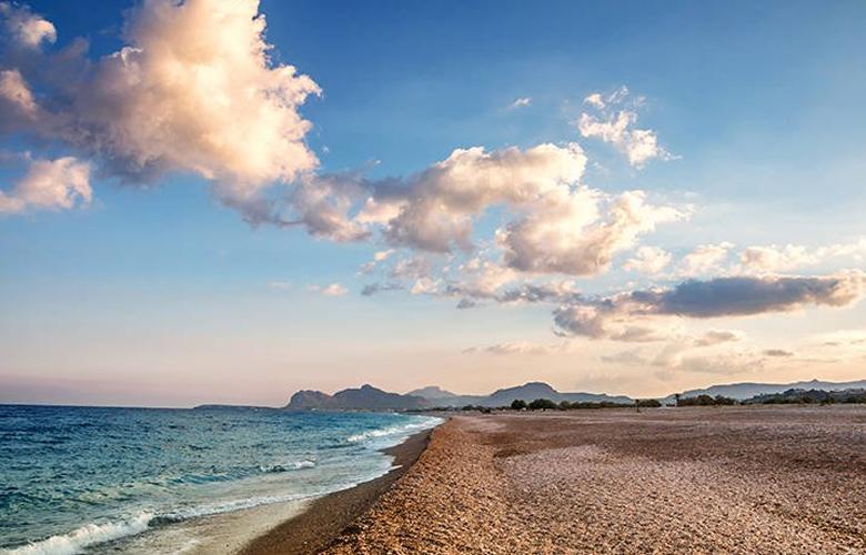 Η πιο εντυπωσιακή παραλία της Ρόδου με μήκος 5 χλμ και για όλα τα γούστα