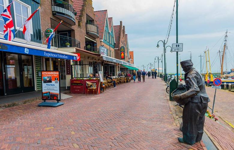 Volendam, ταξίδι στο «στέκι» του Πικάσο και του Ρενουάρ 1