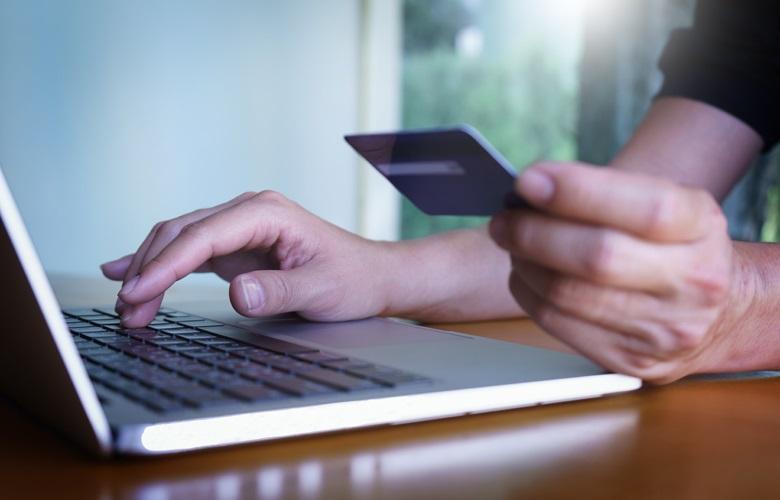 Έκανε shopping therapy αξίας 9.316,79 ευρώ με κλεμμένη κάρτα