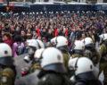 Σε εξέλιξη η μαζική διαδήλωση για τα 45 χρόνια από την εξέγερση του Πολυτεχνείου