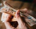 Πώς σκοπεύει να τονώσει το εισόδημα των Ελλήνων η κυβέρνηση