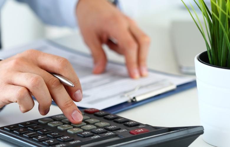Έκπτωση φόρου 25%: Εκπνέει αύριο η προθεσμία για πληττόμενες επιχειρήσεις και εργαζόμενους