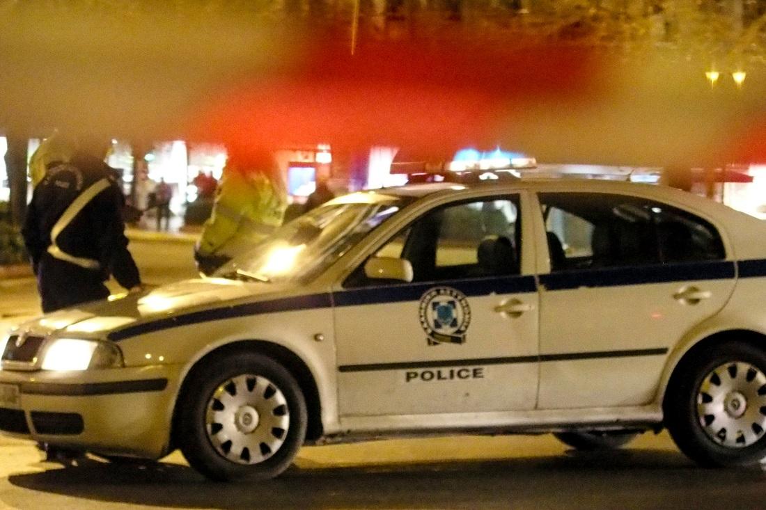 Μπούκαραν σε κατάστημα και άνοιξαν πυρ κατά αστυνομικών στη Μεταμόρφωση