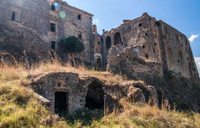 Craco, η εγκαταλειμμένη μεσαιωνική πόλη φάντασμα της Ιταλίας – News.gr