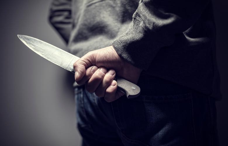 Mαχαίρωσαν και ξυλοκόπησαν άγρια νεαρό ντελιβερά στη Φθιώτιδα