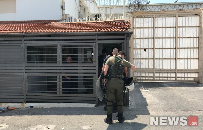 Και δεύτερη διμοιρία των ΜΑΤ μπήκε στο χώρο – News.gr