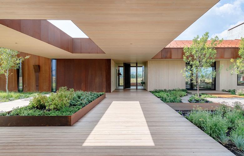 Ένα επιβλητικό σπίτι στο λιβάδι του Γουαϊόμινγκ – News.gr