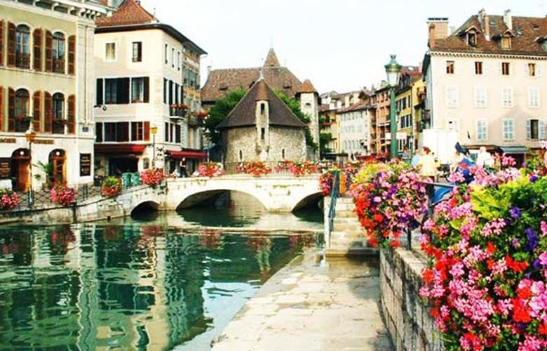 Εξερευνώντας το Annecy, τη Βενετία των Γαλλικών Άλπεων – News.gr