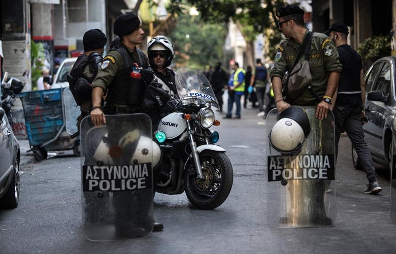 Αστυνομική επιχείρηση στα Εξάρχεια: Σφραγίστηκε το κτίριο – Προσαγωγές επτά ατόμων