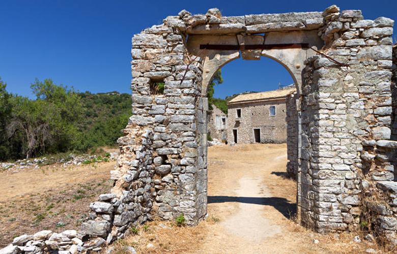 Παλιά Περίθεια, το ερειπωμένο ενετικό χωριό στη βόρεια Κέρκυρα – News.gr