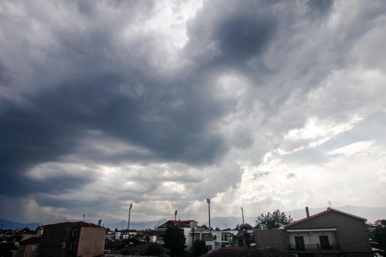 Άστατος καιρός με τοπικές βροχές και καταιγίδες και το σαββατοκύριακο