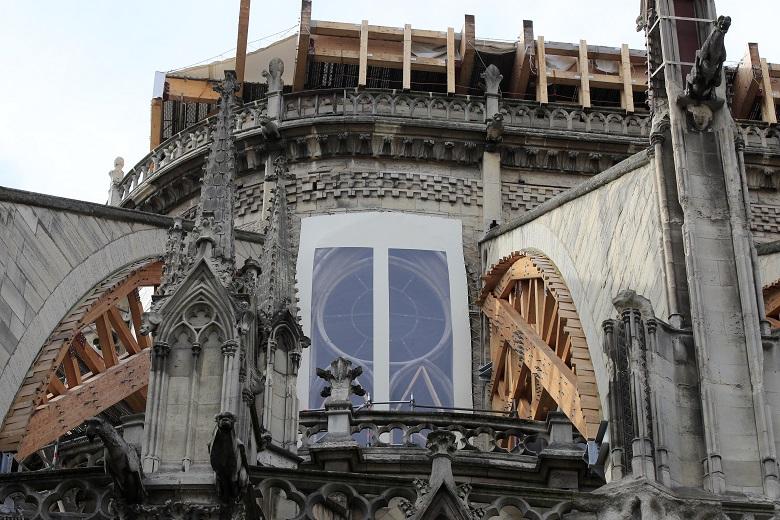 «Κόντρα» για την ανακατασκευή της Παναγίας των Παρισίων