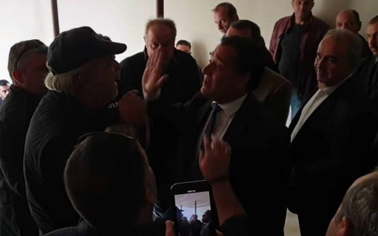 Γεωργιάδης σε αγρότη: «Εσύ τα έσπειρες με τον Τσίπρα, όχι με μένα, να πας στην Κουμουνδούρου»! (Βίντεο)