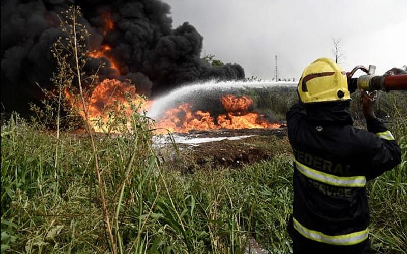 Ιερέας πέρασε το πετρέλαιο για… αγιασμό και έκαψε έξι ανθρώπους!