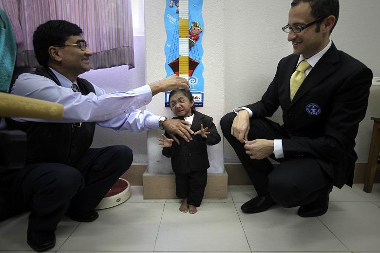 Πέθανε ο πιο κοντός άνθρωπος του κόσμου