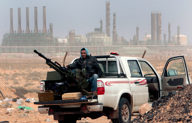 «Τέλος» στις εξαγωγές πετρελαίου απειλεί οργάνωση προσκείμενη στον Χαφτάρ