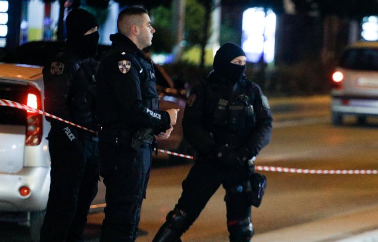 Πυροβολισμοί σε ταβέρνα στη Βάρη: «Οι πυροβολισμοί ήταν ασταμάτητοι. Ο ένας έπεσε αμέσως νεκρός στην καρέκλα που καθόταν!»