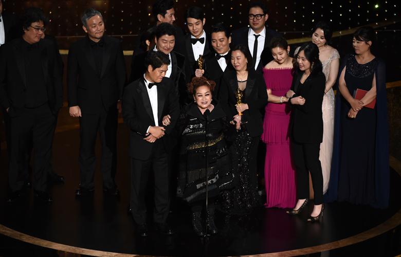 Μεγάλη ανατροπή, τα Παράσιτα καλύτερη ταινία – Βραβεία σε Χόακιν Φίνιξ και Ζελβέργκερ – News.gr