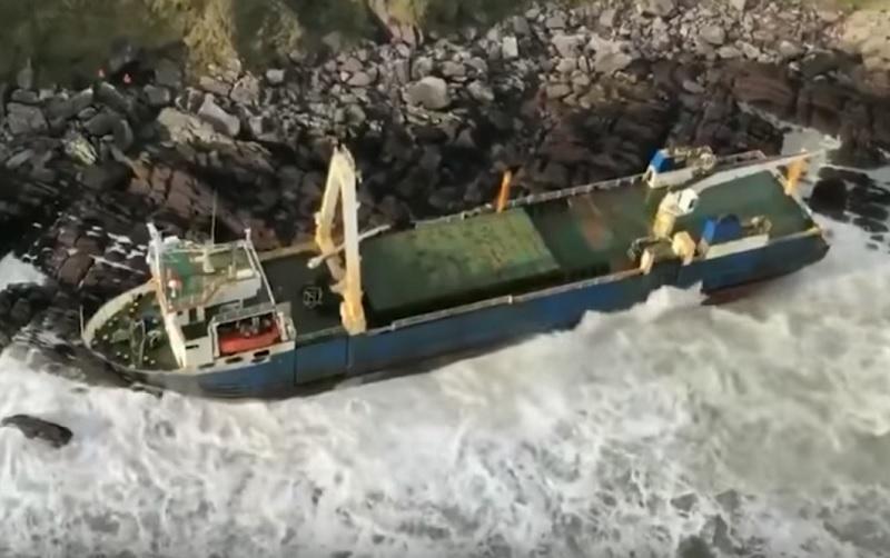 Πλοίο «φάντασμα» ξεβράστηκε σε ιρλανδική ακτή! (Βίντεο)