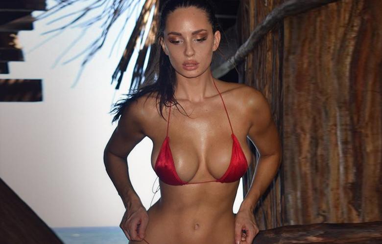 Η πρώην αθλήτρια βόλεϊ που έγινε μοντέλο λόγω… στήθους