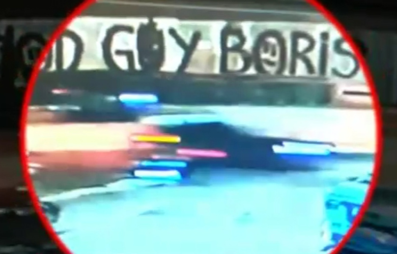 Τροχαίο στη Γλυφάδα: Βίντεο–ντοκουμέντο με τη μαύρη Corvette να παρασύρει τον 25χρονο!