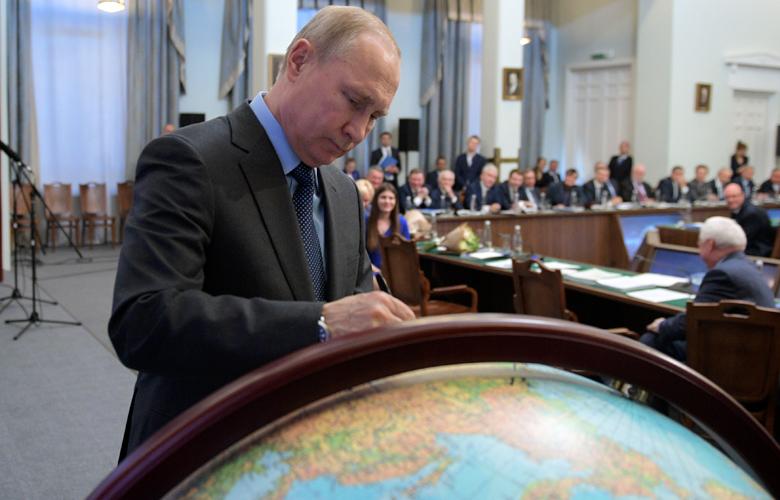 Αυτόγραφο του Πούτιν πουλήθηκε ακριβότερα από του αστροναύτη Γκαγκάριν