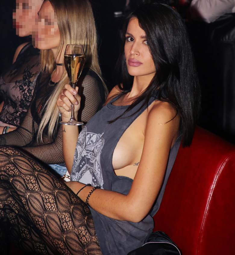 Η εμφάνιση της Αρετής Ζάνα χωρίς σουτιέν και με ακάλυπτο το στήθος – News.gr