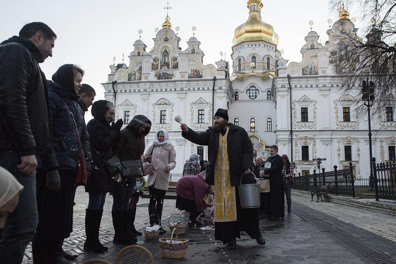 Κοροναϊός: Προσβλήθηκαν 26 μοναχοί που αψήφησαν τα μέτρα στην Ουκρανία