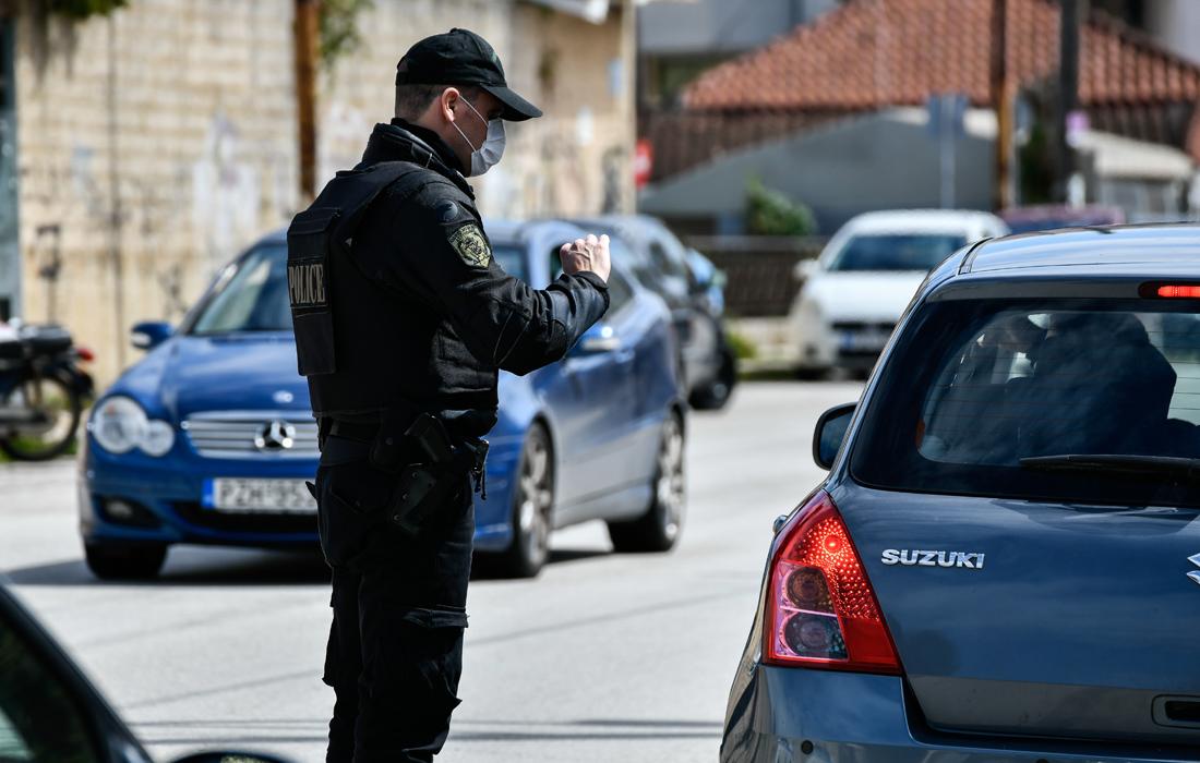 Κοροναϊός: «Βροχή» τα πρόστιμα σε πολίτες που δεν φορούσαν μάσκα – Οι περιοχές στην Αττική με τα περισσότερα κρούσματα
