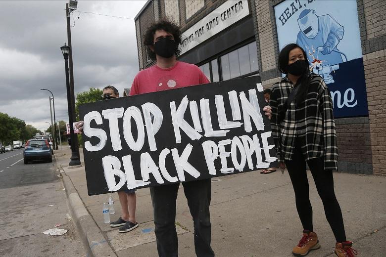Οργή στη Μινεσότα για το θάνατο Αφροαμερικανού κατά τη σύλληψή του
