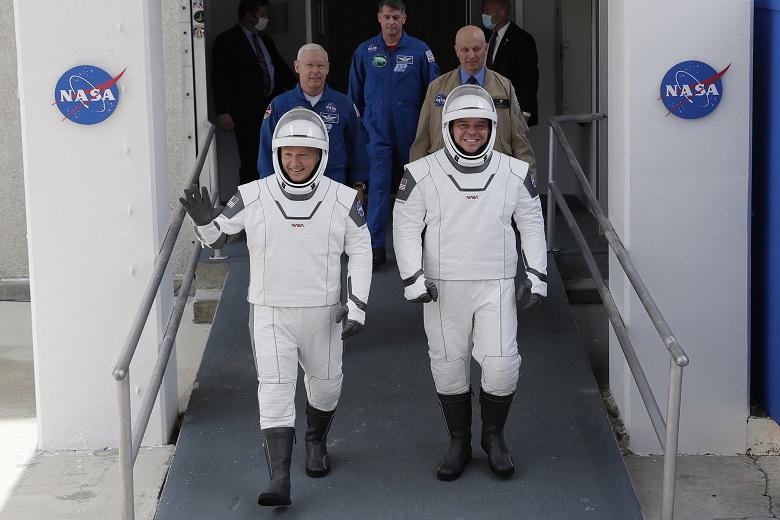Αναβλήθηκε η επανδρωμένη πτήση της SpaceX στο διάστημα
