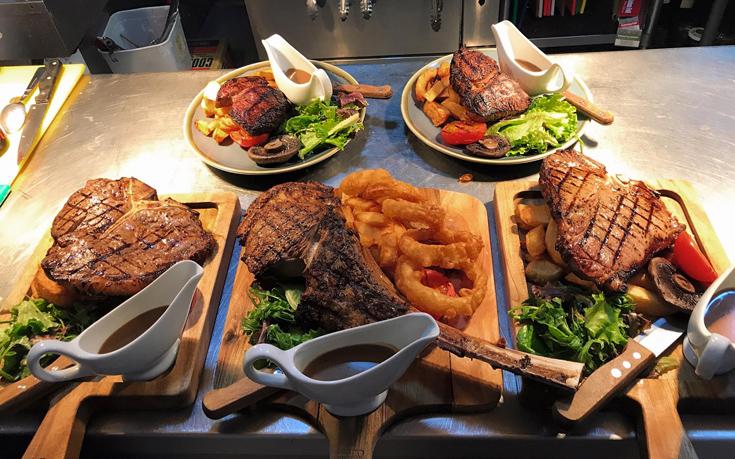 Τρεις συμβουλές από διάσημο σεφ για το πού και πώς θα φάτε