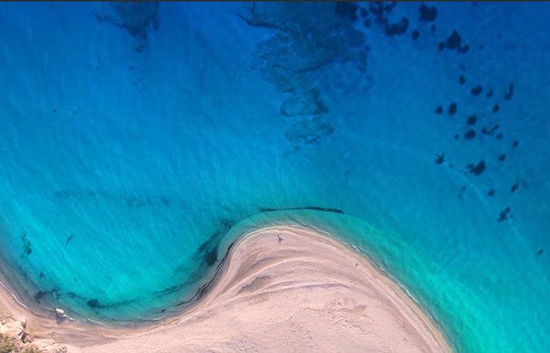 Η ελληνική παραλία που ταξίδεψε τη χώρα σε όλον τον κόσμο 1