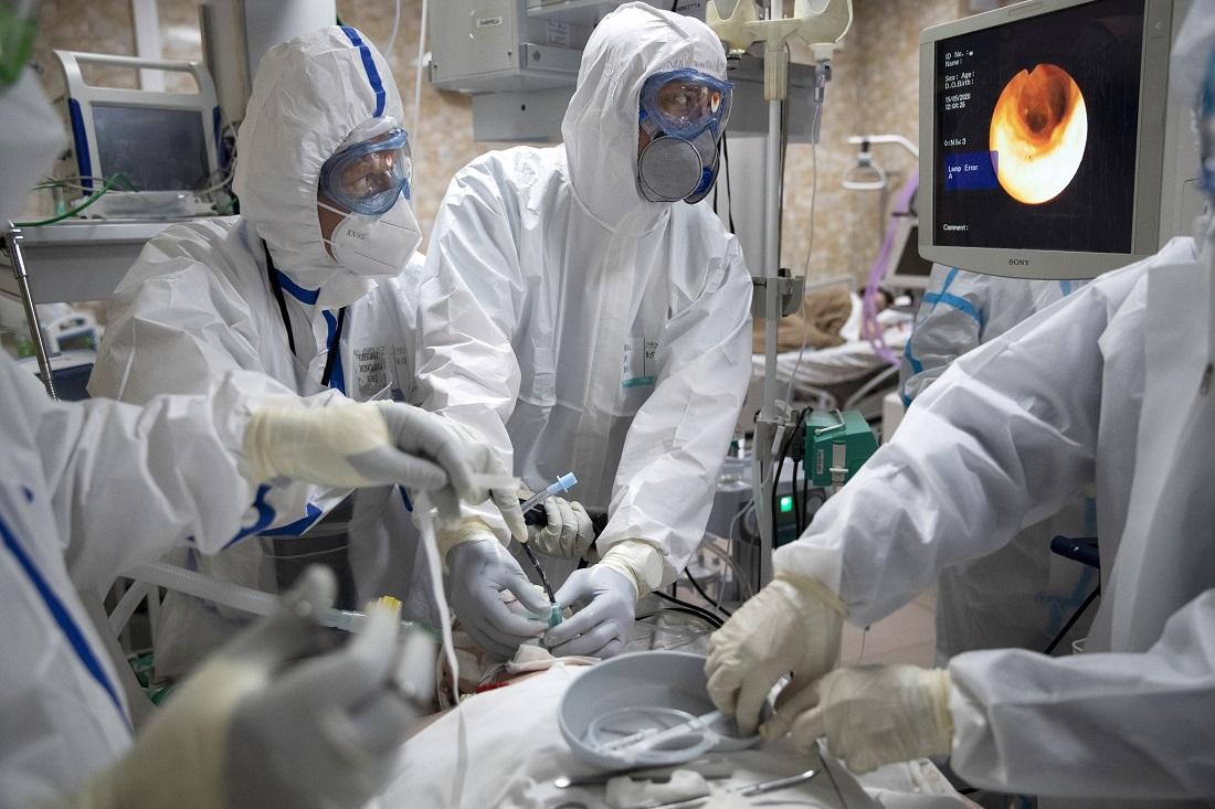 Τραγικός απολογισμός νεκρών: Πόσους σκότωσε ο κοροναϊός και πόσους οι ιοί της γρίπης