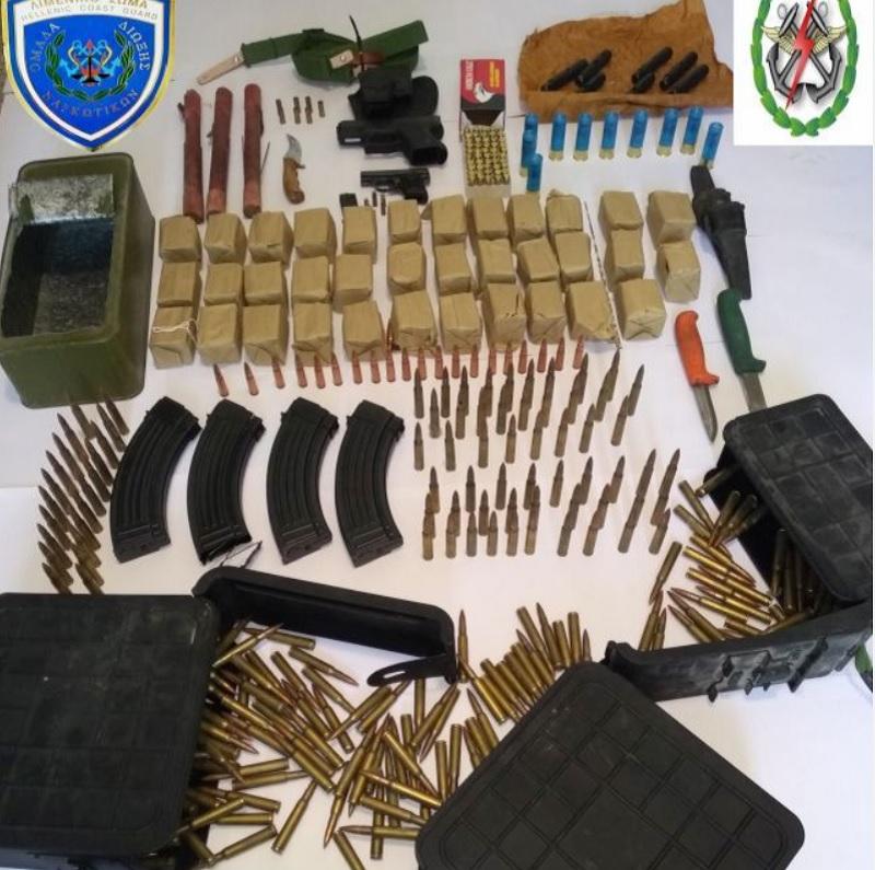 Πλήθος όπλων και πυρομαχικών σε ταχύπλοο στην Κρήτη