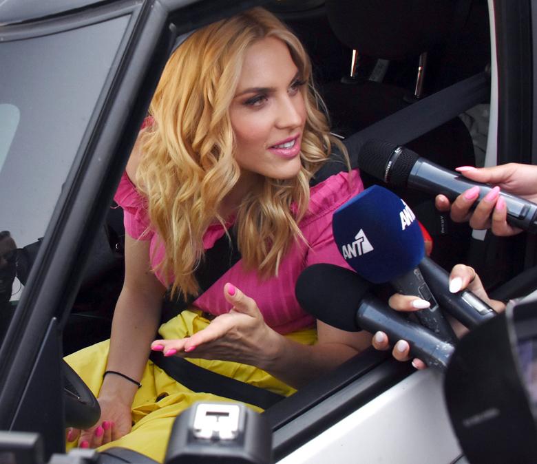 Backstage φωτογραφίες από την τελευταία της εκπομπή – News.gr