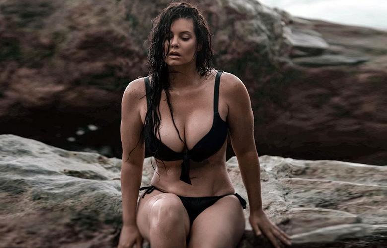 Η Μαρία Κορινθίου φόρεσε σέξι μαγιό και άναψε φωτιές