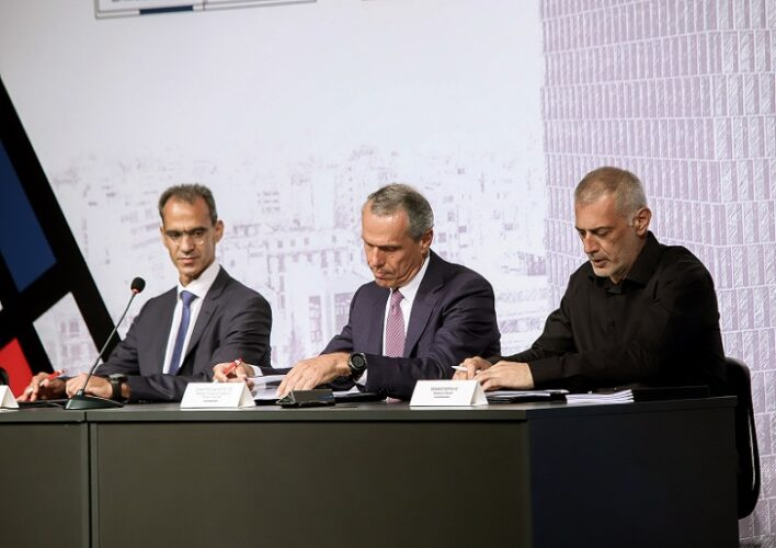 Υπογράφηκε η σύμβαση για την αξιοποίηση του Πύργου του Πειραιά