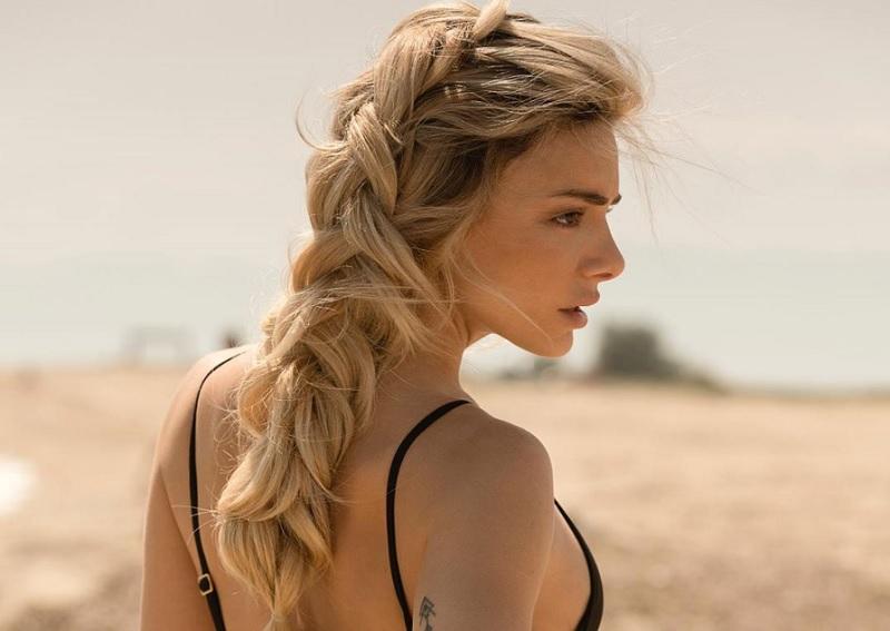 Η Ζοζεφίν κλέβει τις εντυπώσεις και στις παραλίες