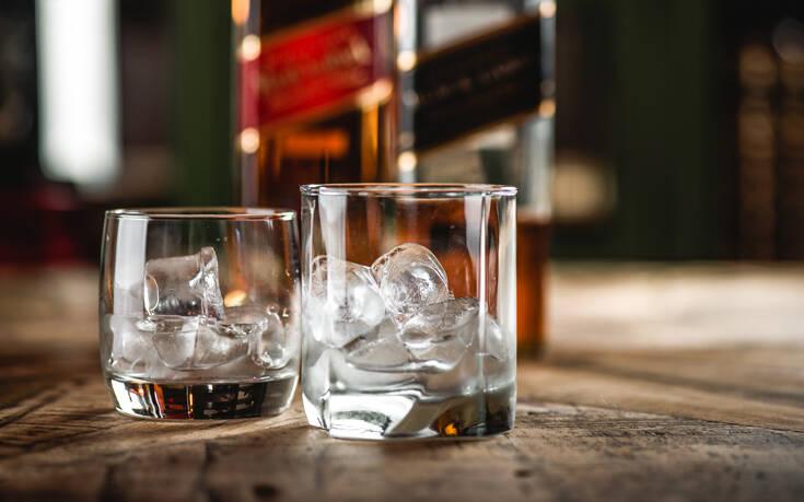 Τέλος το κλασικό γυάλινο μπουκάλι για το Johnnie Walker