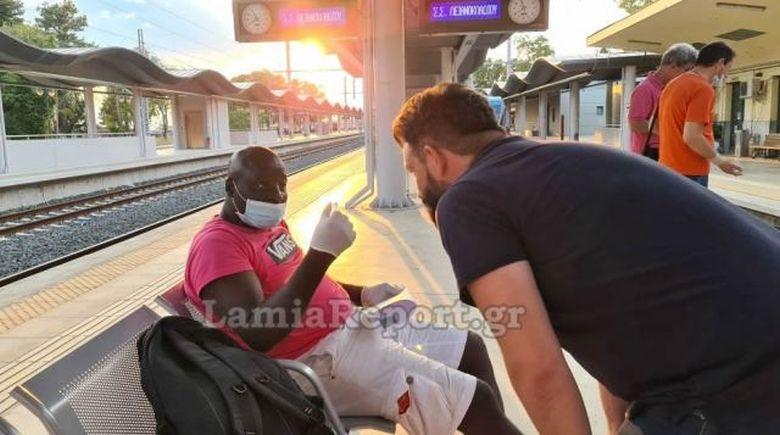 Τον πέταξαν έξω από το τρένο γιατί νόμιζαν ότι είχε κοροναϊό