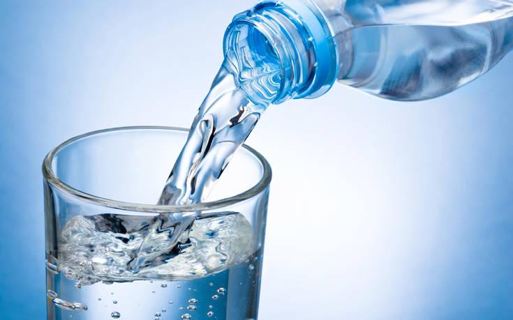 Ποια είναι η κατάλληλη ώρα της μέρας για να πίνεις περισσότερο νερό